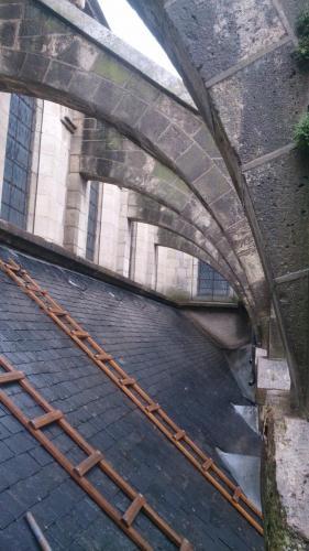 réparation d'ardoise cassées sur une église